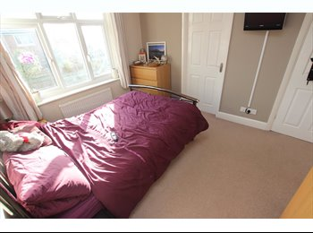 EasyRoommate UK - Reduced Agency Fees in a spectacular property located in East Reading! Close to Thames Valley Park , Earley - £625 pcm