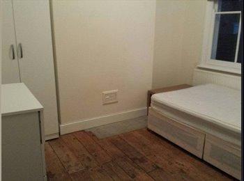 EasyRoommate UK - BEAUTIFUL DOUBLE ROOM < MILE END, London - £737 pcm