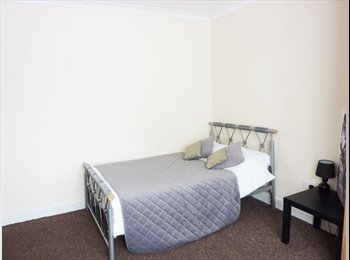 Four double rooms available for rent by Solent University