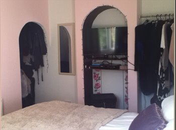 EasyRoommate UK - Available now! Double room furnished in clean friendly home, Bradville - £450 pcm