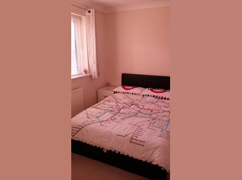 EasyRoommate UK - Double Room in Clean & Tidy House, Frating - £400 pcm