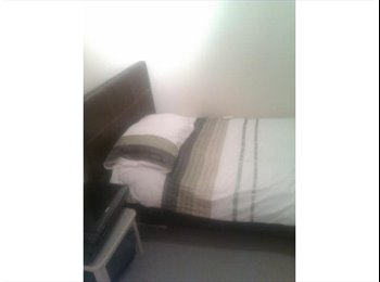 Single room, Young family house, North Ilford £100pw