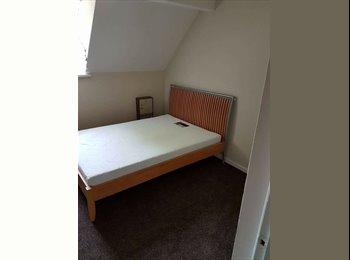 EasyRoommate UK - Large Double Room in Feltham , London - £520 pcm