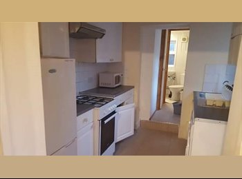 F NICE DOUBLE ROOM IN NEASDEN