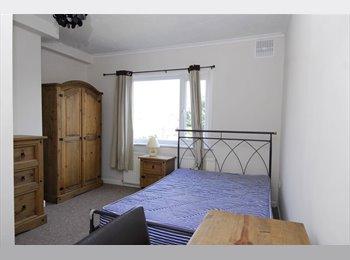 EasyRoommate UK - 1 Bedroom in 3 Bedroom house, Plymouth - £420 pcm
