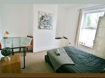 EasyRoommate UK - Large Double room in Professional House Share, Cheltenham - £415 pcm