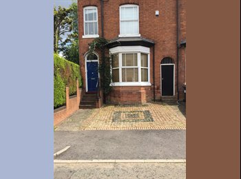 EasyRoommate UK - Double ensuite bedroom in lovely house with professional housemate, Birmingham - £500 pcm
