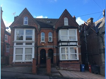 EasyRoommate UK - Small single room with small ensuite to let. High Wycombe near Train Station. , High Wycombe - £433 pcm