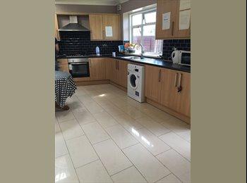 Single room newly refurbished in modern home near Hounslow...