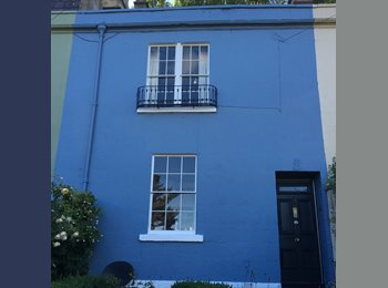EasyRoommate UK - Georgian House to rent - ideal for a couple. I am only there 1 night per week! , Upper Camden Place - £1,200 pcm