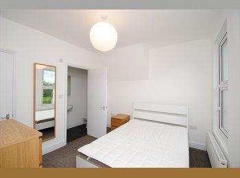 EasyRoommate UK - Very Large Double Room | En-Suite | Bills Included, Bristol - £595 pcm
