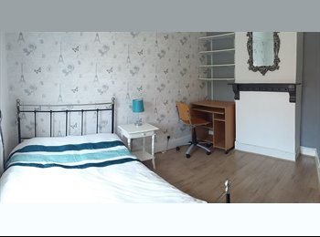 Bright & Beautiful Double Room Close to Town
