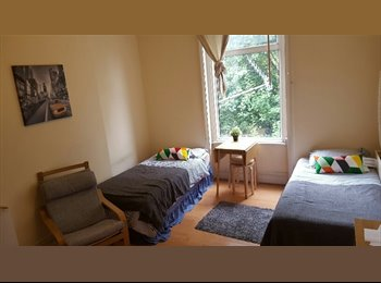 EasyRoommate UK - Amazing Twin/Double Room in Zone 2!, London - £693 pcm