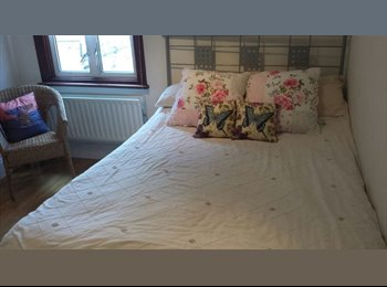 SpaciousDouble Room available for Female in Walthamstow,...