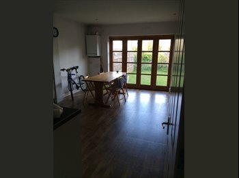 EasyRoommate UK - Amazing Double Room to rent in Southfields - Cheap & 5 mins from the Station, London - £455 pcm