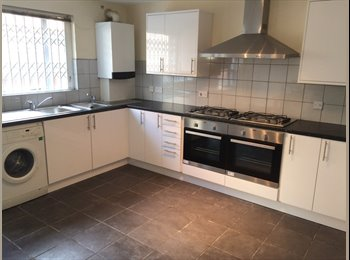 8 Bedroom Shared House, 10 minute walk to NTU & City Centre