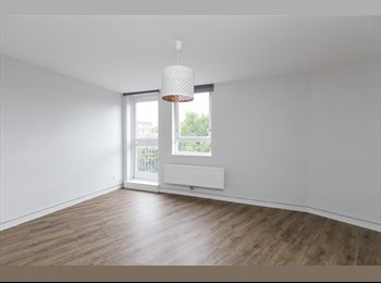 EasyRoommate UK - Large double in St Katherine's Dock's with private balcony , London - £900 pcm