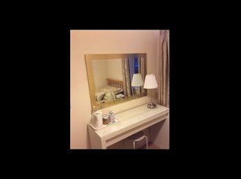EasyRoommate UK - Freshly decorated single room in Private gated development, Crawley Down - £450 pcm