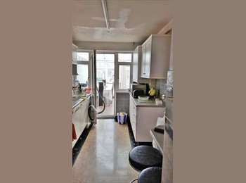 6 Double Rooms and 1 single room available in Enfield Area...