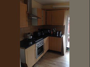 EasyRoommate UK - Rooms Available in shared house 3 rooms left Only students or professionals, Nottingham - £335 pcm