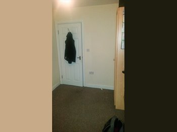 EasyRoommate UK - WARRINGTON SINGLE ROOM CLOSE TO TOWN CENTRE, Warrington - £280 pcm