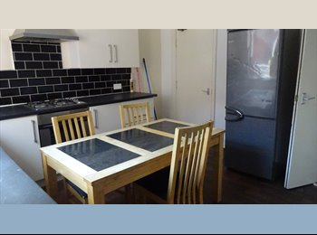 EasyRoommate UK - Full property available on Abbeydale Road, Sheffield, S7. Modern , Sheffield - £900 pcm