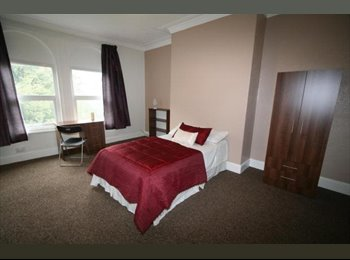 Rooms to rent in 3 bed Bramley house.