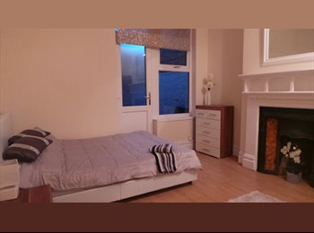 EasyRoommate UK - BEAUTIFUL DOUBLE ROOM OPPOSITE BEDFORD STATION, Bedford - £465 pcm