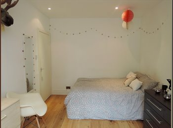 BRIGHT BIG ROOM IN MODERN 3 BED FLAT 30SECS FROM THE TUBE