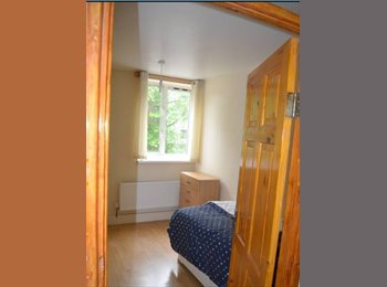EasyRoommate UK - Cosy and bright single room , Stepney - £600 pcm