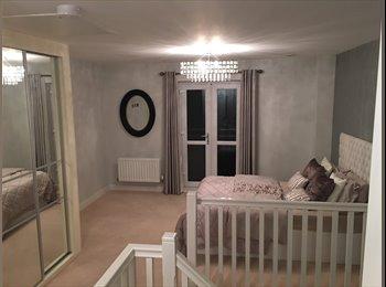 Smart, Modern en suite room based in Hanley