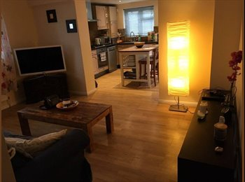 Large Modern Double Rooms in Colliers Wood (Zone 3 !!!)