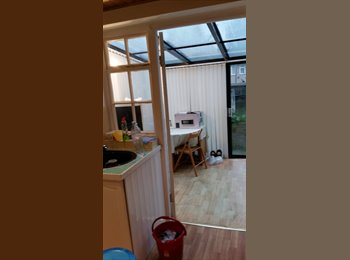 EasyRoommate UK - stunning clean 1 double bedroom available include all bills., London - £400 pcm