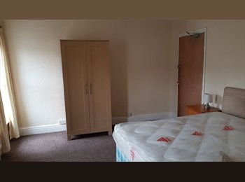 Large  Double room, Cromwell Road, 5 mins to town