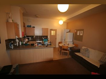 Spacious 5 Bedroom Property Avaliable - Close to Uni!