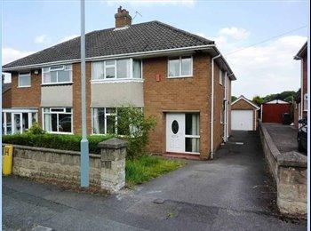 EasyRoommate UK - Large 4 bedroom semi-detatched house, Newcastle-under-Lyme - £280 pcm
