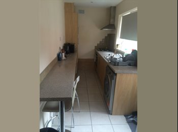 EasyRoommate UK - 3 bed property to rent, Coventry - £320 pcm