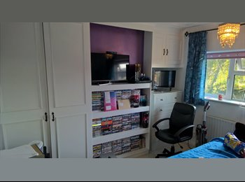EasyRoommate UK - Double room for rent in Oakdale, Poole - £425 pcm