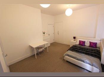 Huge Double En-Suite Room w/Balcony!!