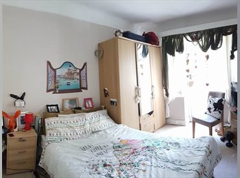 EasyRoommate UK - LUXURIOUS DOUBLE BEDROOM ALL BILLS INCLUDED BALCONY WITH VIEW TO UPPER GARDENS, Bournemouth - £500 pcm