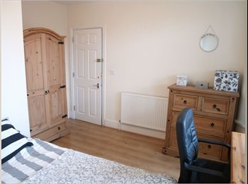 EasyRoommate UK - Large double bedroom available in Fallowfield., Manchester - £429 pcm