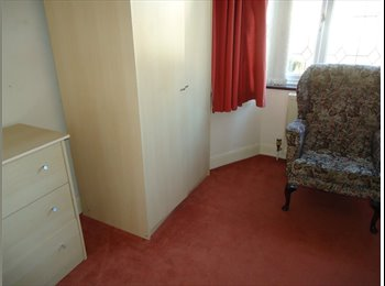 EasyRoommate UK - 8 minutes walk ti Essex University, Colchester - £285 pcm