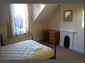 EasyRoommate UK - Room available in huge 3 bedroom duplex, central Summertown, Oxford - £500 pcm
