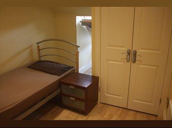 EasyRoommate UK - SIngle Room Available near Pokesdown Train Station, Bournemouth - £375 pcm