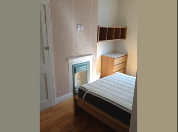 EasyRoommate UK - LARGE DOUBLE ROOM IN MODERN HOUSE, Portsmouth - £480 pcm