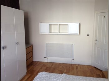 EasyRoommate UK - LARGE DOUBLE ROOM WIOTH MODERN INTERIOR, Portsmouth - £480 pcm