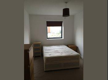 EasyRoommate UK - City centre, top floor apartment - double bedroom w/ en suite, Manchester - £605 pcm