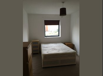 City centre, top floor apartment - double bedroom w/ en...