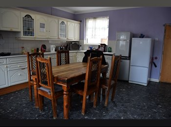 EasyRoommate UK - Cosy Double room available, Walthamstow Central, Walthamstow - £560 pcm