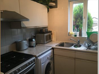 EasyRoommate UK - Spacious double room with private bathroom , London - £730 pcm